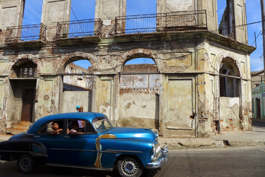 Santiago de Cuba vintage car and building in ruins