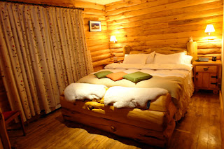 Rustic style bedrooms for small space
