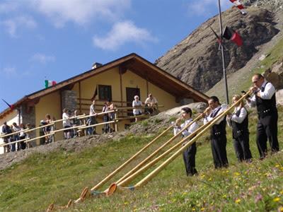 """Rifugio """"Adolfo Letey"""" Champillon - Doues, Valle d'Aosta"""