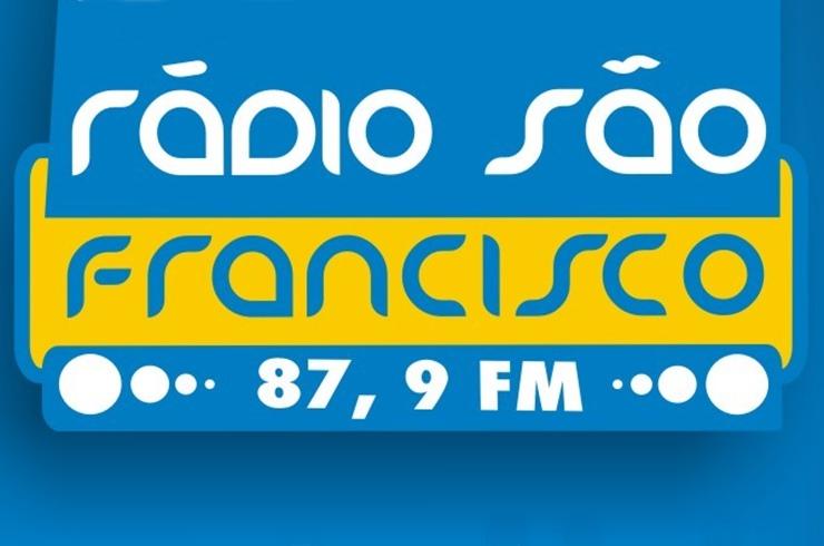 Clique na marca da Rádio São Francisco FM e ouça a emissora direto no site