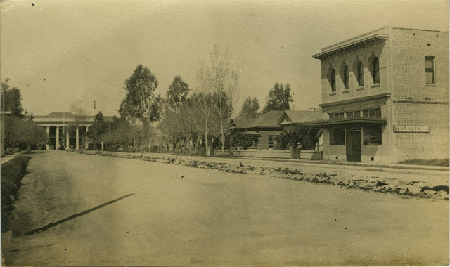 Circa 1917.  Porterville Main St.
