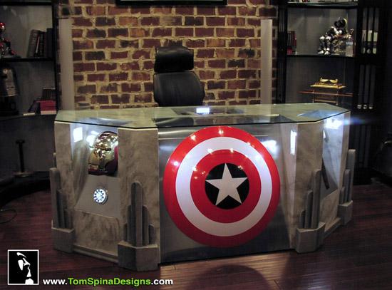 Escrivaninha dos Vingadores The-Avengers-Movie-Themed-Desk-1