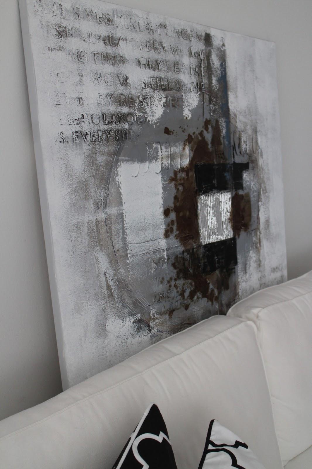 Uusi taulu olohuoneeseen  Coconut White
