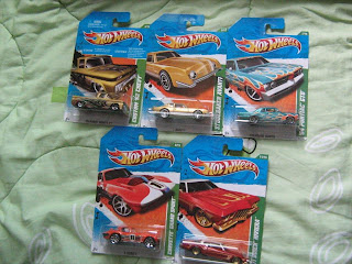 Hot Wheels T-Hunt Treasure Hunt Custom 62 Chevy Studebaker Avanti 64 Pontiac GTO 71 Buick Riviera Corvette Grand Sport 2011  die cast cars