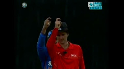 Suresh-Raina-Imitate-Billy-Bowden-India-v-Pakistan-1st-ODI-2012