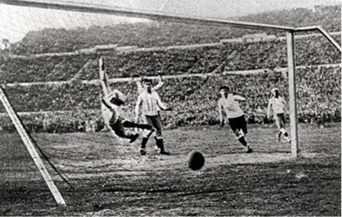 Gol uruguaio na final contra argentinos