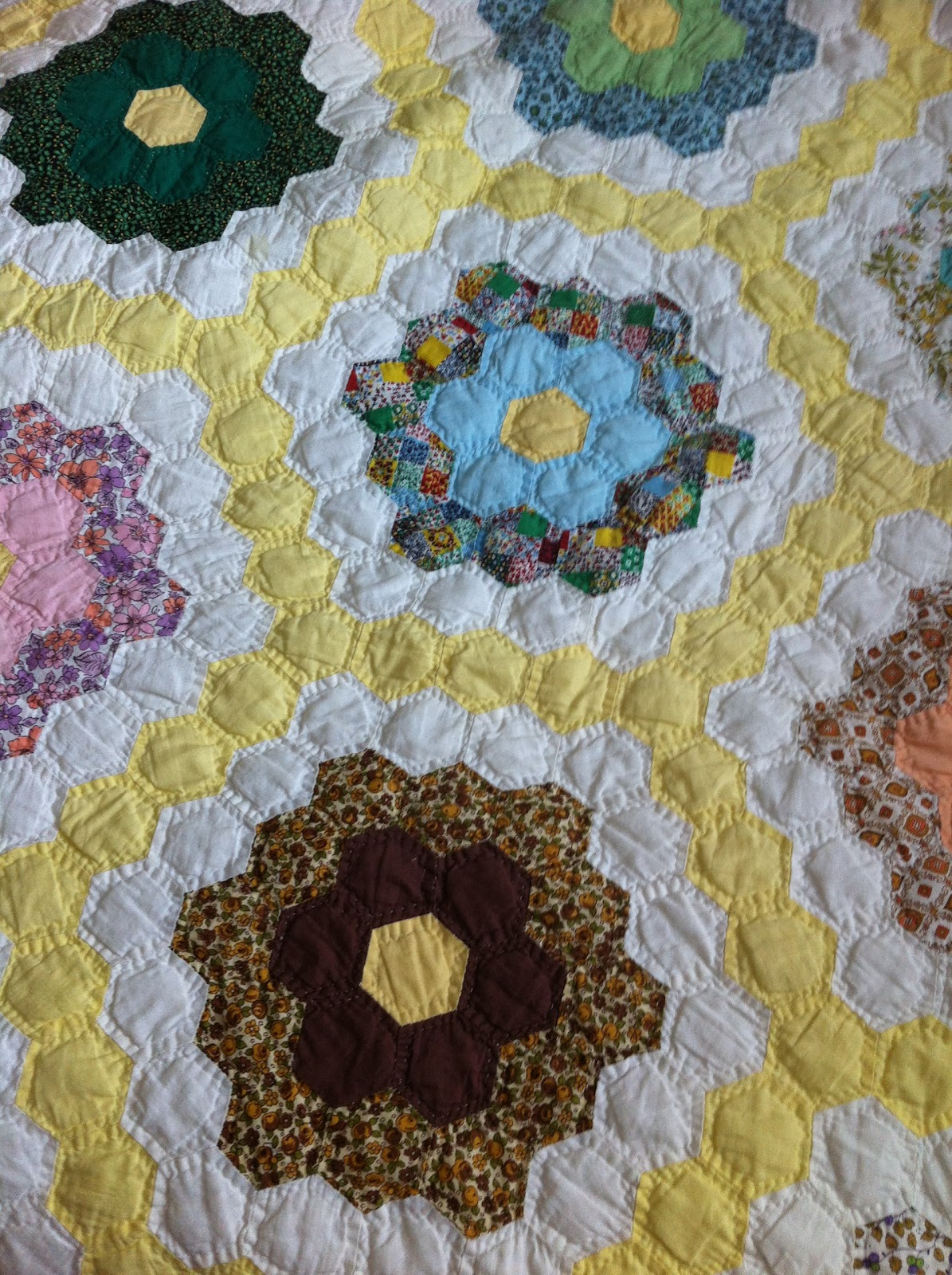 A quilter by night grandmother 39 s flower garden - Grandmother s flower garden quilt ...