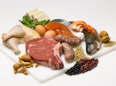 Ăn uống đầy đủ chất dinh dưỡng giúp khắc phục suy nhược cơ thể.