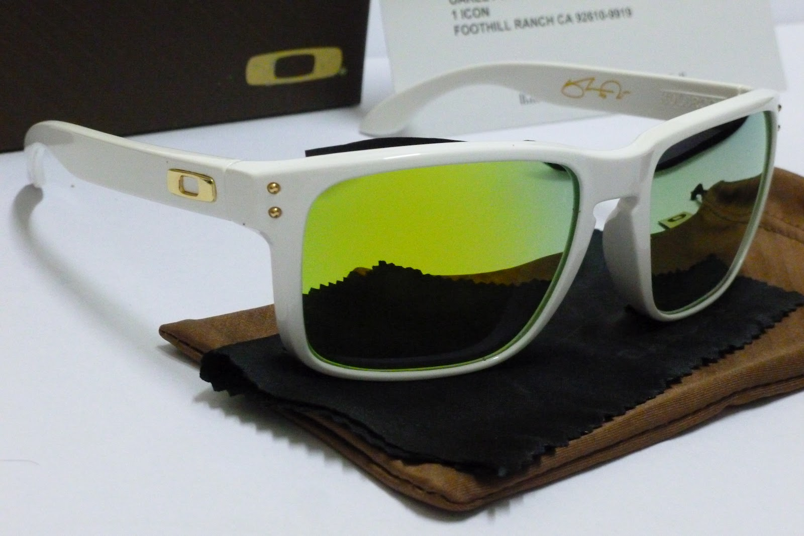 oakley holbrook price eqx6  Package including Oakley Box, Papers, Microfibre cleaning cloth, Oakley  Storage bag