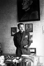 Il comandante della Brigata Nera Bollatese Giorgetti nel suo ufficio nella Casa del Fascio