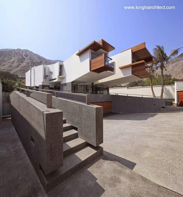 Residencia con dos volúmenes volados en Lima Perú