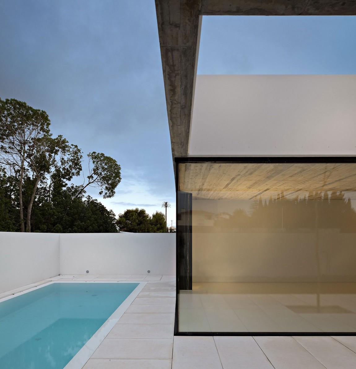 Ultra modern minimal architecture modern design by for Arquitectura moderna