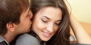 5 Arti Ciuman Selain Bukti Kasih Sayang