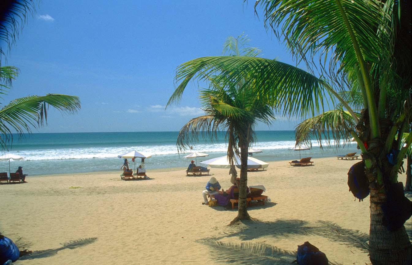 Kuta beach bali indonesia nakarasido hita for Hotel in bali indonesia near beach
