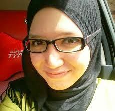 gambar cantik muslimah berkacamata