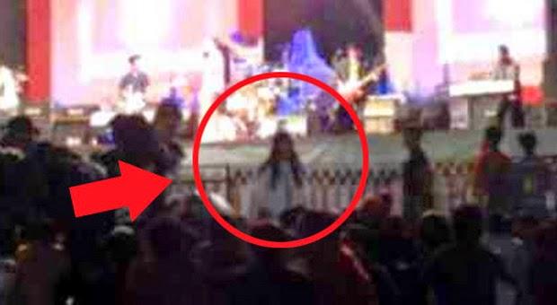Kuntilanak Tertangkap Kamera Nonton Konser di Semarang