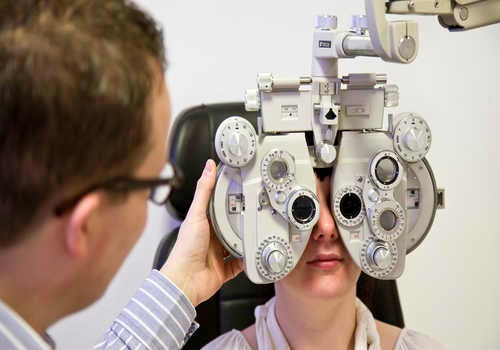 optician salary, optician training, what is an optician
