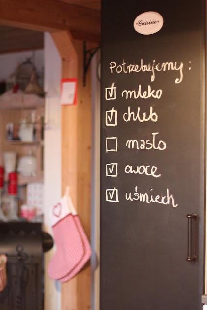 napisy na ścianie, inspiracje, wnętrze, wewnątrz, dekoracje, litery na ścianie, inspirujące hasła