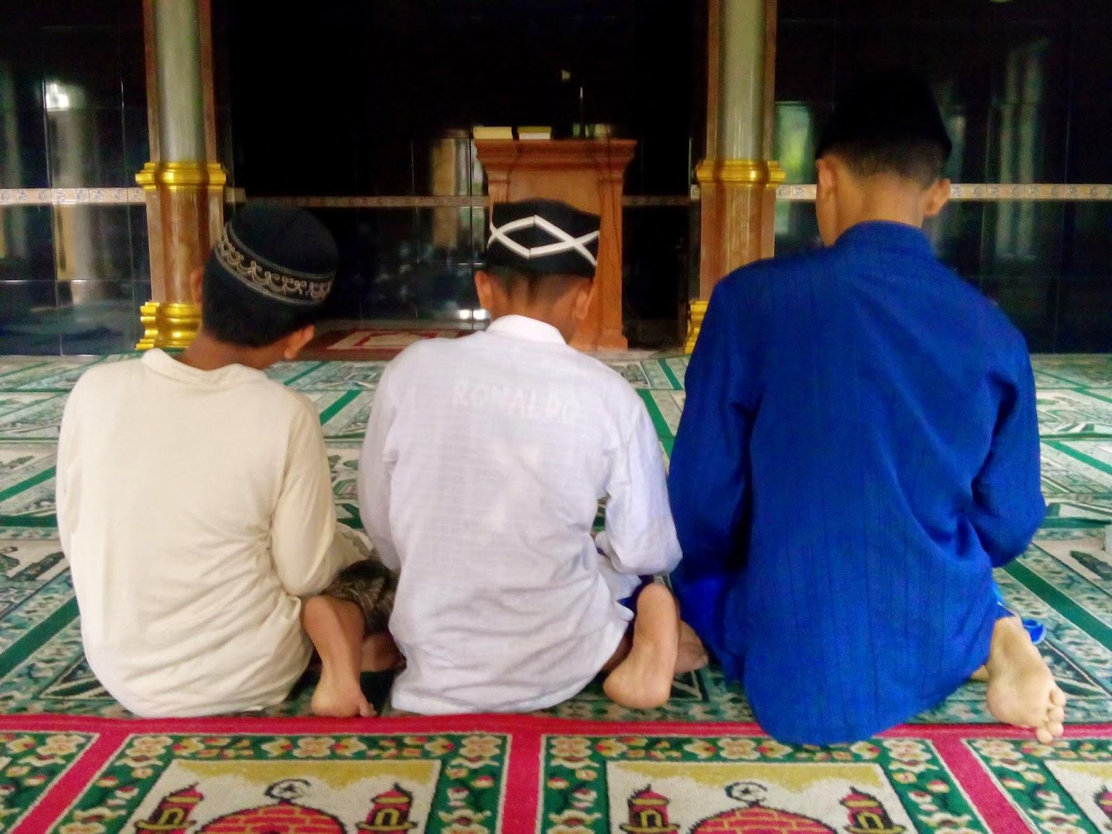 Duduk Iftirosy dan Tawarruk dalam Tasyahud