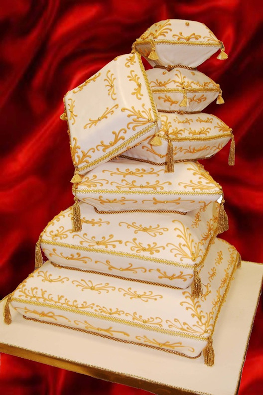 lovely yellow wedding cakes