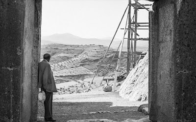 Robert McCabe: «Μυκήνες 1954. Το καταμεσήμερο»