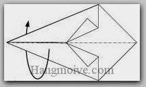 Bước 4: Gấp đôi tờ giấy về phía mặt đằng sau.