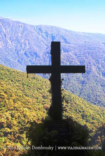 cruzes na estrada da morte