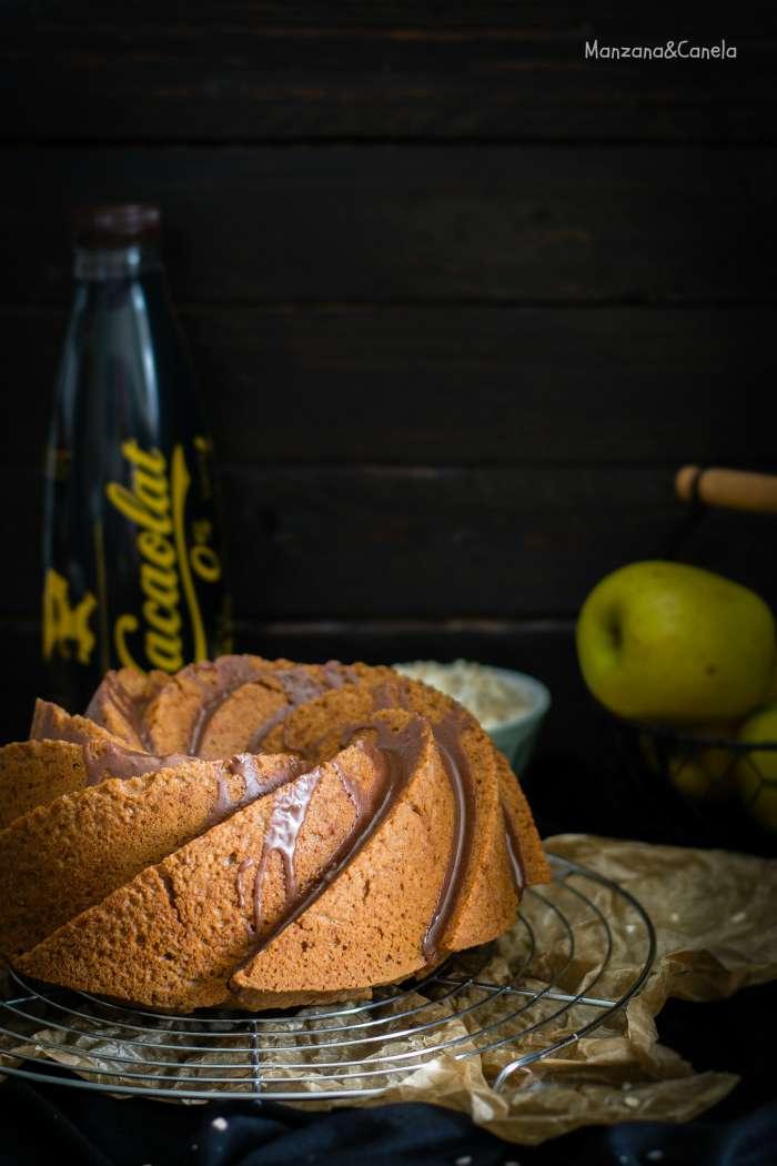 Bizcocho de avena, manzana y batido de chocolate
