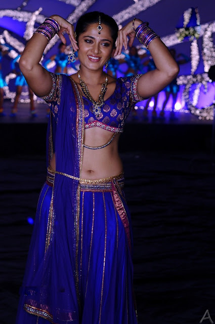 Actress Anushka Latest Hot Navel show Photos