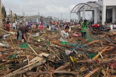 Casas destruidas por tifón en Filipinas