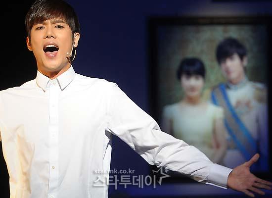 [MUSICAL] 08/04/2011 - KyuJong @ Goong Musical  - Page 4 KJ-Goong-media-17