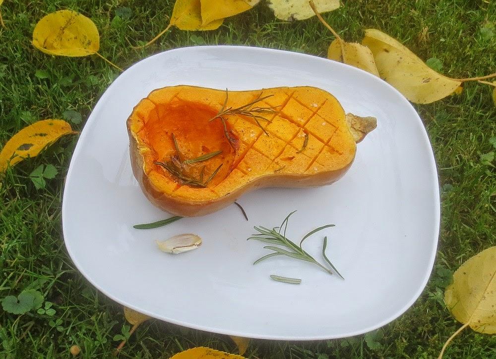 Gebackener Butternut-Kürbis mit Rosmarin und Knoblauch