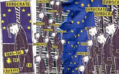 http://4.bp.blogspot.com/-n63AQ6UtFs4/T6k7Y2IGUQI/AAAAAAAADJ4/gdgobQGkoyM/s400/hangingEurocrates.jpg