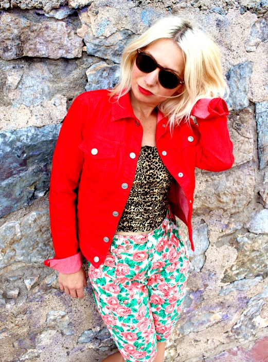 outfit chaqueta roja