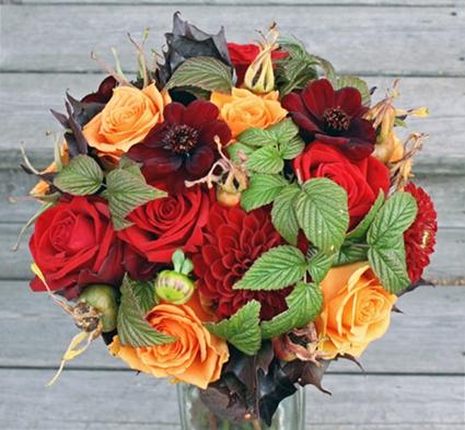 brudbukett höst röd orange rosor dahlia chokladblomma, autumn wedding bouquet red orange roses cosomos dahlia