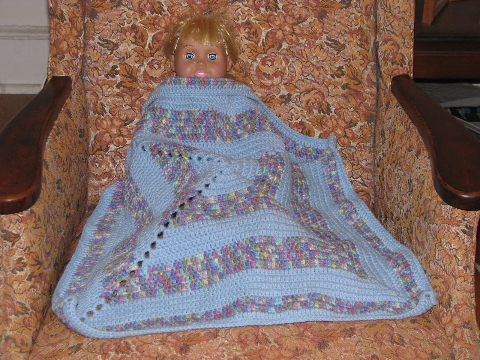 Knitting Patterns For Dolls Bedding : Craft Attic Resources: Doll Blankets and Pillow Patterns Knit and Crochet