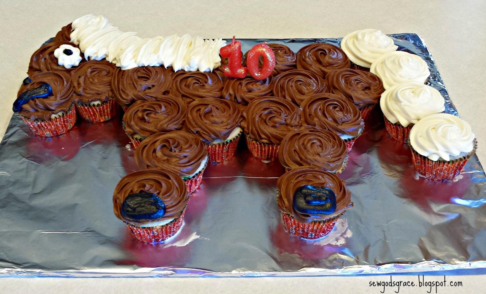 Sew Gods Grace Horse Cupcake Cake