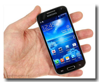 Samsung  Galaxy S4 Mini dalam Genggaman