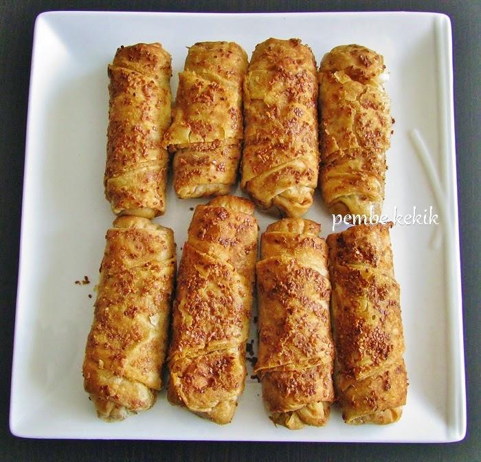 Haşhaşlı kıymalı mercimekli börek