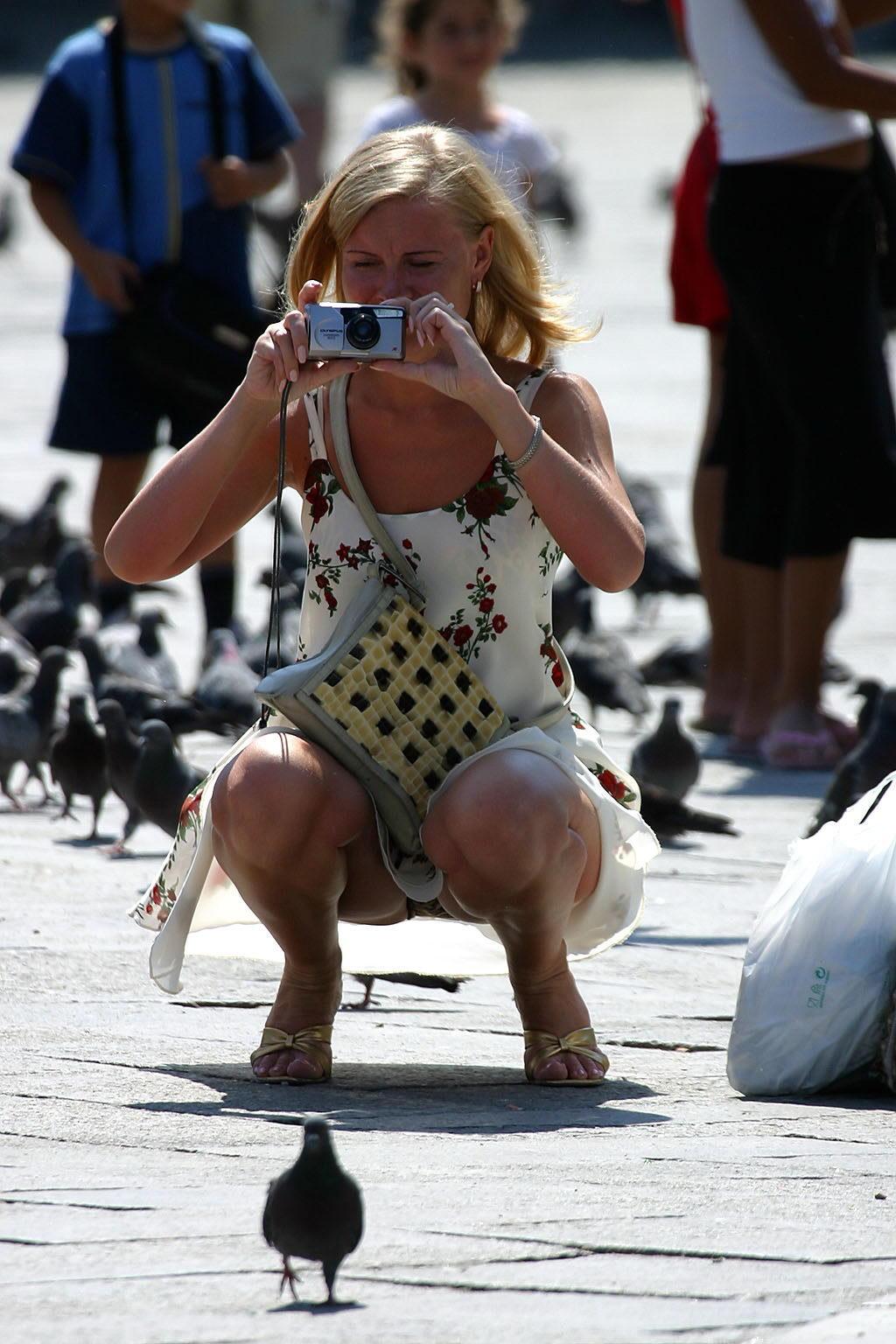 Скрытное подглядывание в общественных местах 24 фотография