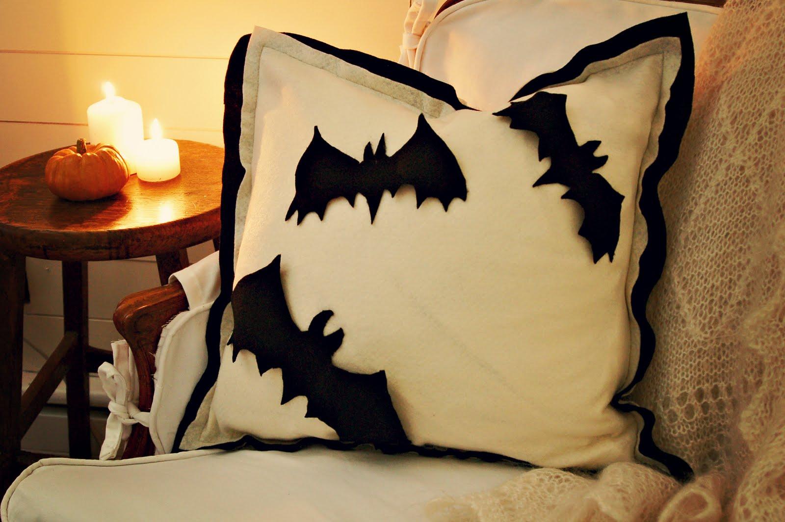 http://4.bp.blogspot.com/-n83-jKUnbYw/TlL4Wur7ThI/AAAAAAAAJKA/5XxJFBtwNNg/s1600/Pillow+-+Beauty+Shot+1.jpg