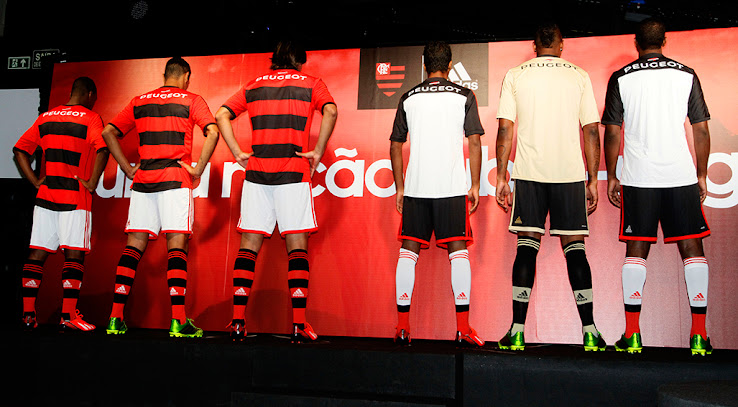 http://4.bp.blogspot.com/-n88dAkC-onU/UZ8ZIQdgEMI/AAAAAAAAGsY/ysqg7Xj_UnY/s738/Flamengo+Kits+Back.jpg