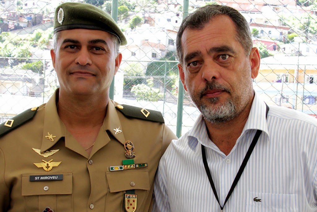 Chefe de instrução do Tiro de Guerra, subtenente Miroveu, e secretário de Segurança, Marcos Antônio da Luz: parceria na prestação do serviço militar inicial obrigatório em Teresópolis