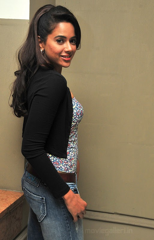 Sameera Reddy Hot Wallpapers
