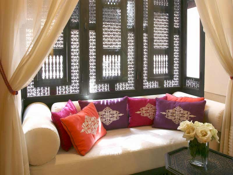 le journal d 39 artisanat marocain un salon marocain design moderne tr s chic. Black Bedroom Furniture Sets. Home Design Ideas