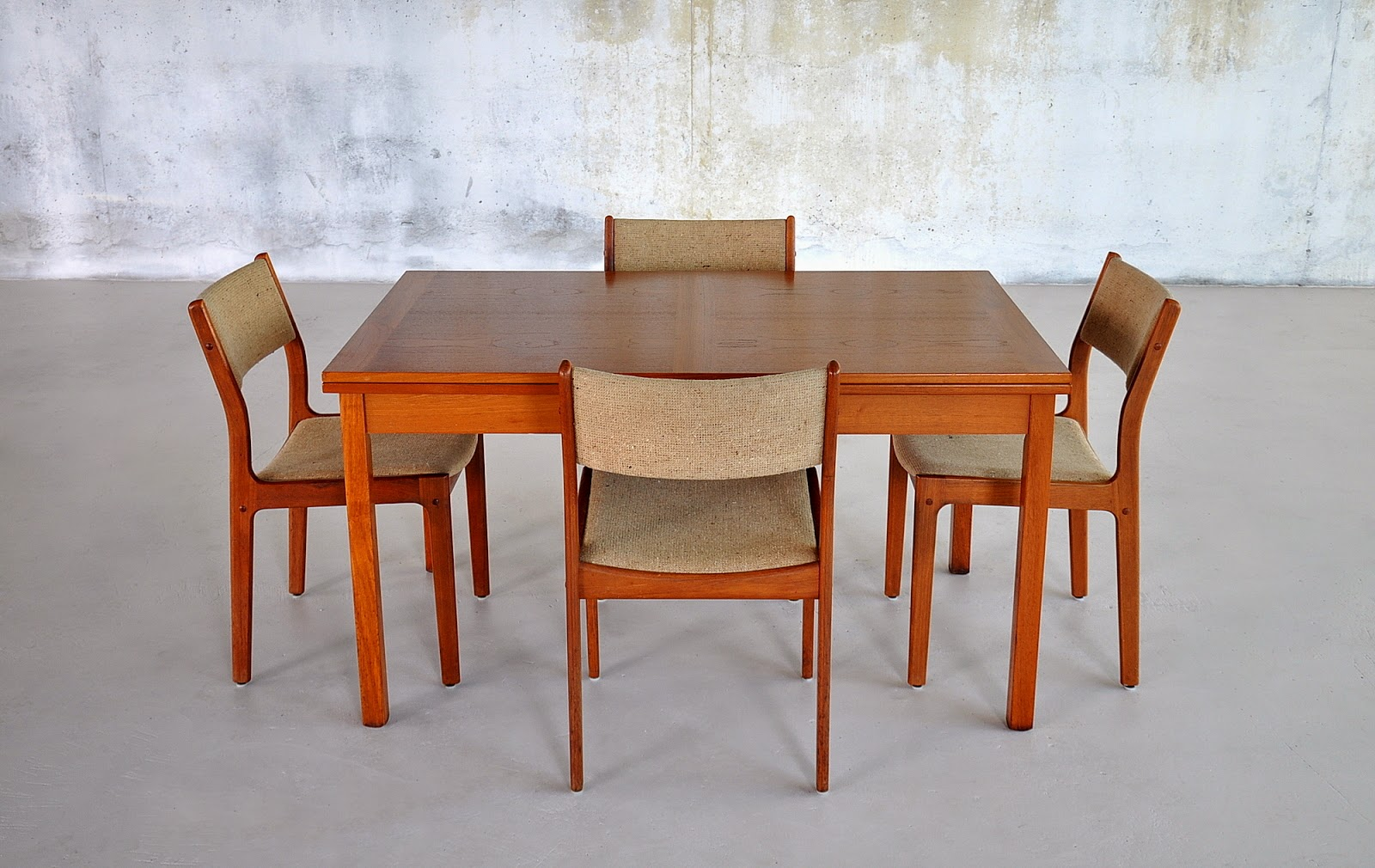 Select modern danish modern expandable teak dining room table for Danish modern dining room table