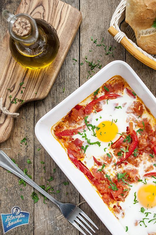 Jajka pieczone z pomidorami