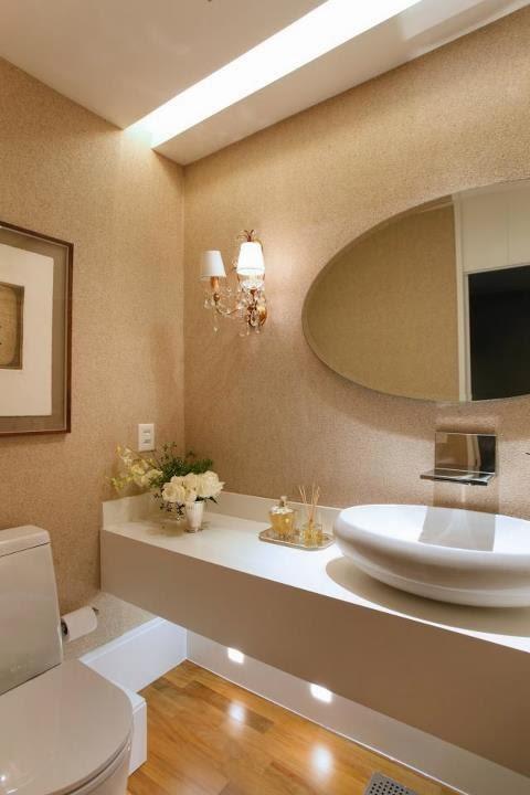decorar lavabos redondos : decorar lavabos redondos: de nanoglass, piso de madeira e arandelas ao redor do espelho redondo