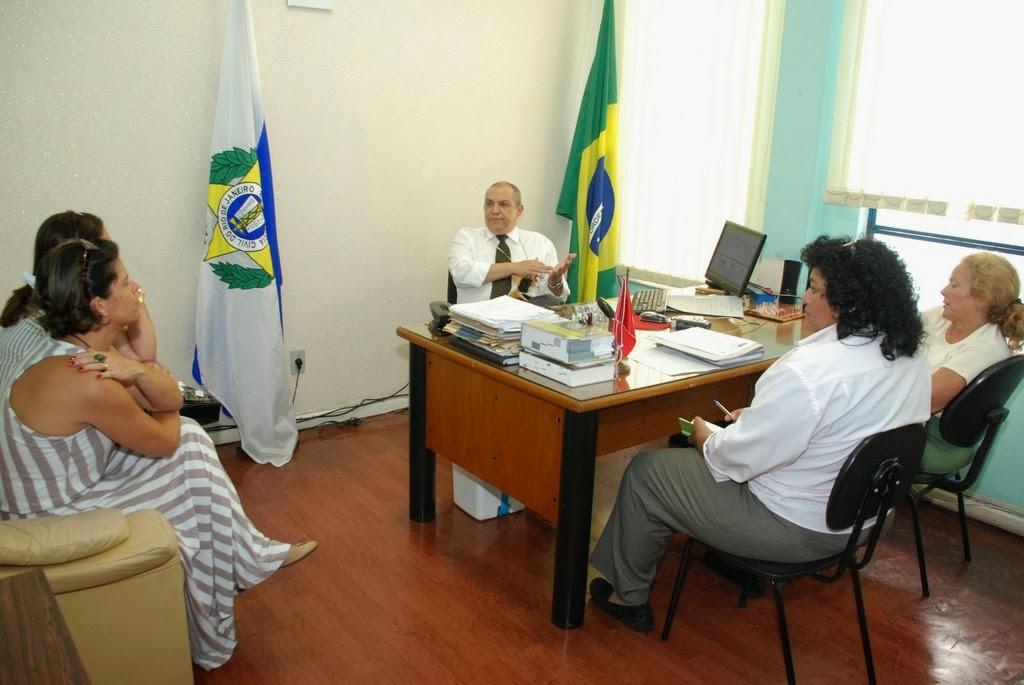 Conselho e 110ª Delegacia estreitam parceria para melhorar o atendimento à mulher em Teresópolis