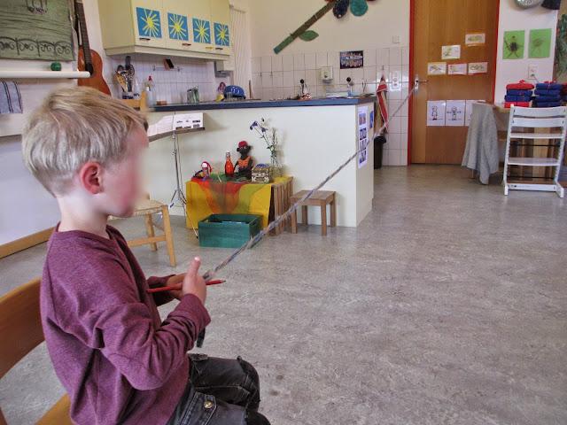 Kinder basteln Rössligeschirr